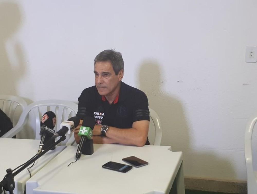 Carpegiani elogia tranquilidade do Fla e avisa sobre rever Flu: Outra situa��o