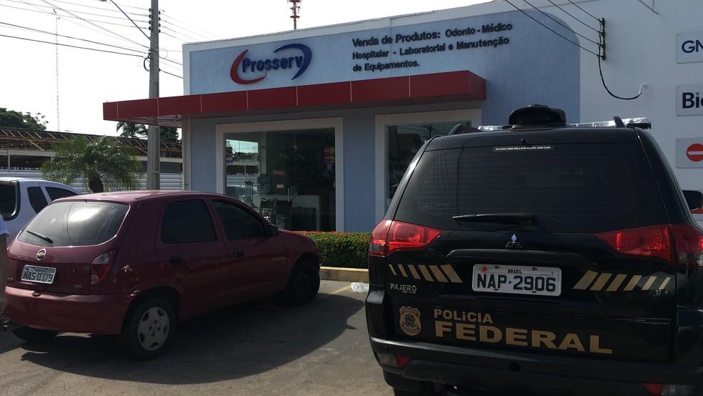 Agentes da PF fizeram buscas em lojas do setor hospitalar no Centro de Boa Vista (Foto: Emily Costa/G1 RR)