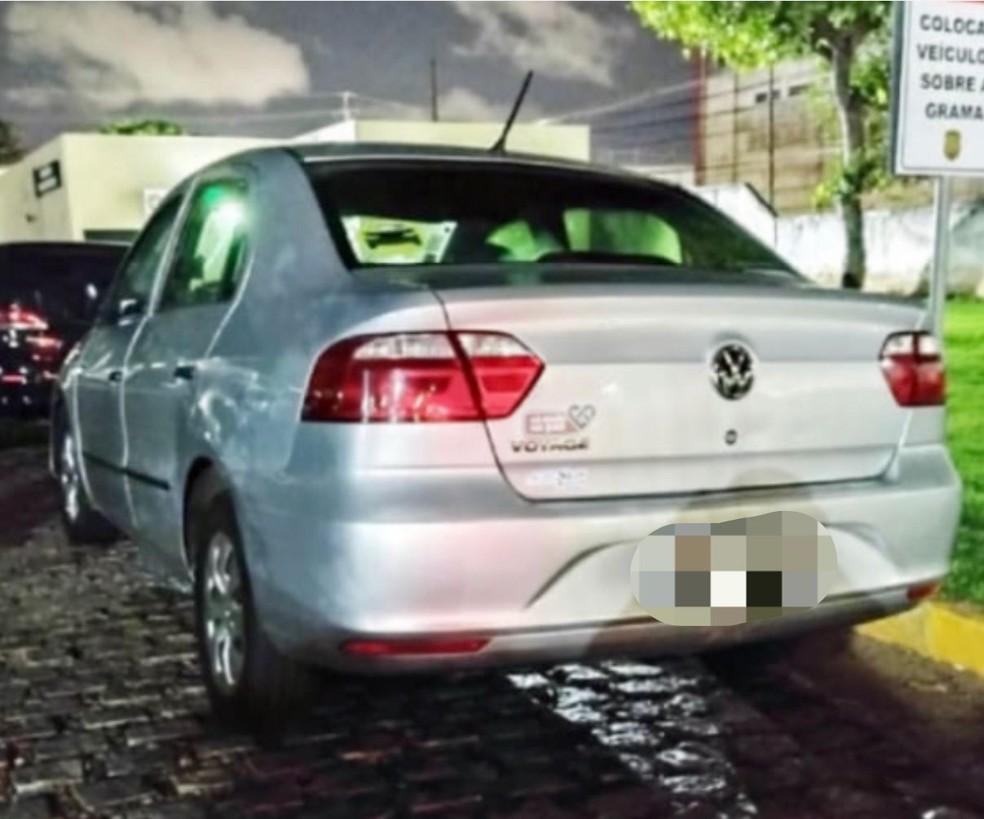 Carro de motorista de aplicativo foi tomado durante assalto, mas recuperado pela PM em Natal. — Foto: Cedida