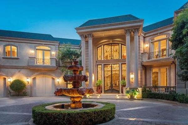 A entrada da mansão da cantora Taylor Swift em Beverly Hills (Foto: Divulgação)
