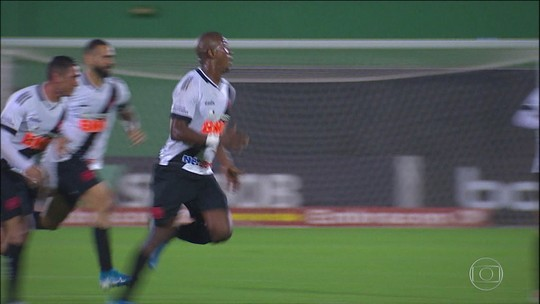 Vasco vence a Chapecoense e abre distância da zona de rebaixamento