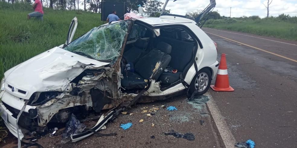 Dois carros envolveram-se em colisão frontal na Rodovia da Integração — Foto: Polícia Militar Rodoviária
