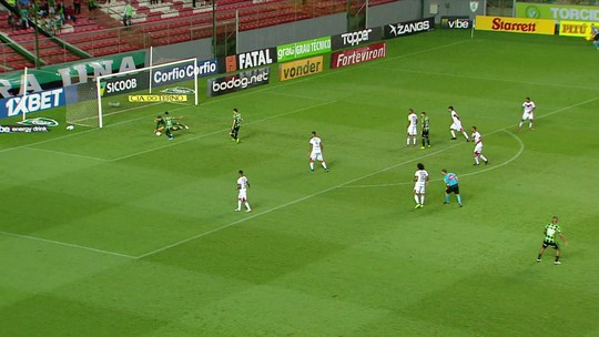 """Autor de golaço, Matheus Rocha lamenta derrota para o América-MG: """"Trocaria o gol pela vitória"""""""