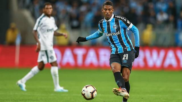 Jean Pyerre tenta levar o Grêmio ao ataque