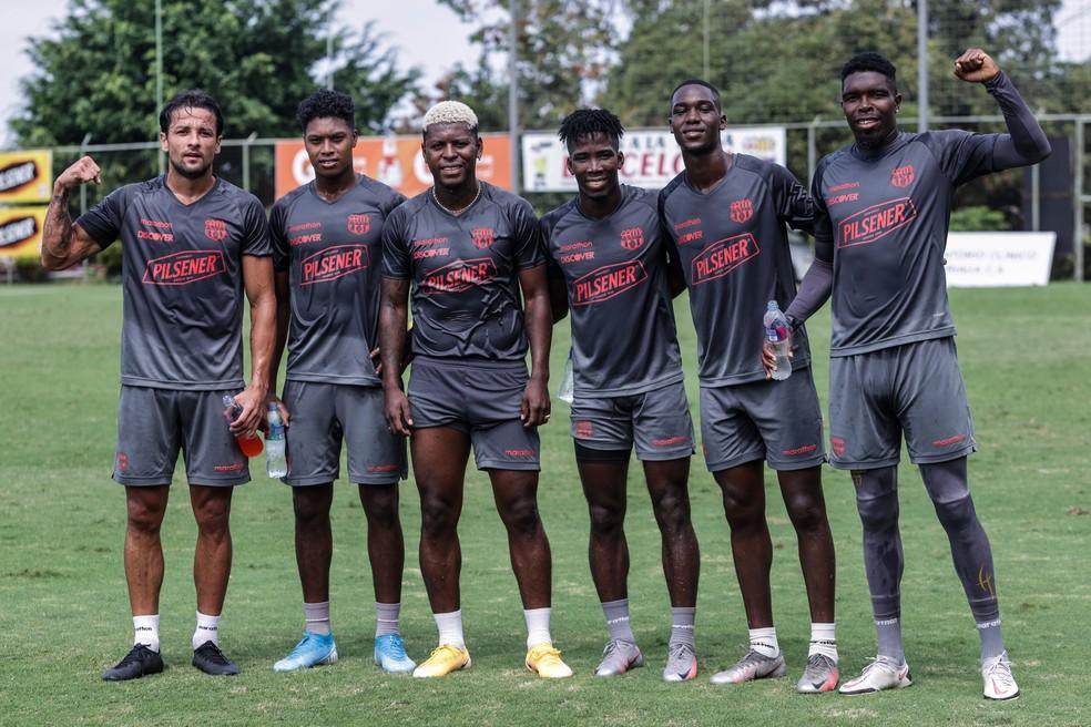Barcelona de Guayaquil em seu último treino antes da viagem para o Rio — Foto: Divulgação / Barcelona SC