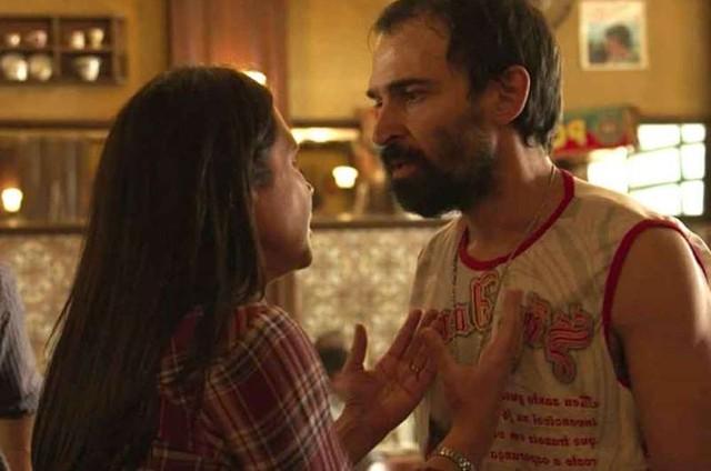 Julio Andrade e Adriana Esteves em cena de 'Amor de mãe' (Foto: Reprodução)