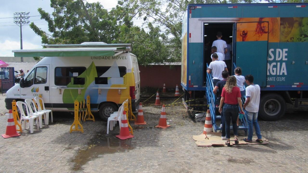 Estudantes de escolas públicas recebem orientações sobre uso de energia elétrica em Cupira - Radio Evangelho Gospel