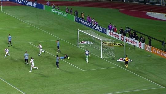 """Michel explica gol contra em empate do Grêmio com São Paulo: """"Falta de sorte"""""""