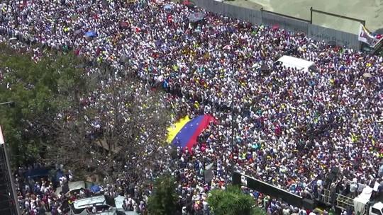 Oposição mobiliza milhares de pessoas em protestos contra o regime de Maduro