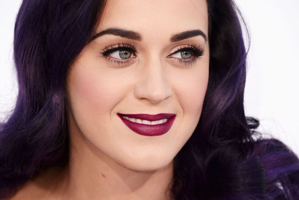 Katy Perry é a rainha do batom roxo (Foto: Getty Images)