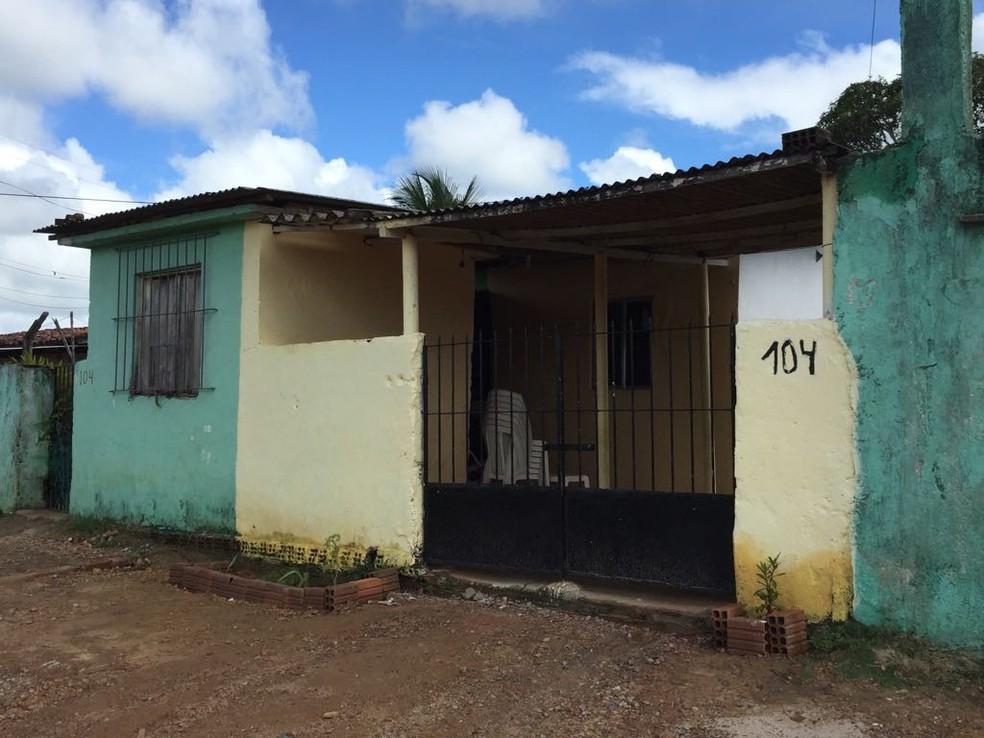 A casa da tia de João Vitor, que morreu eletrocutado em Olinda, fica no Alto da Coqnuista (Foto: Mônica Silveira/ TV Globo)