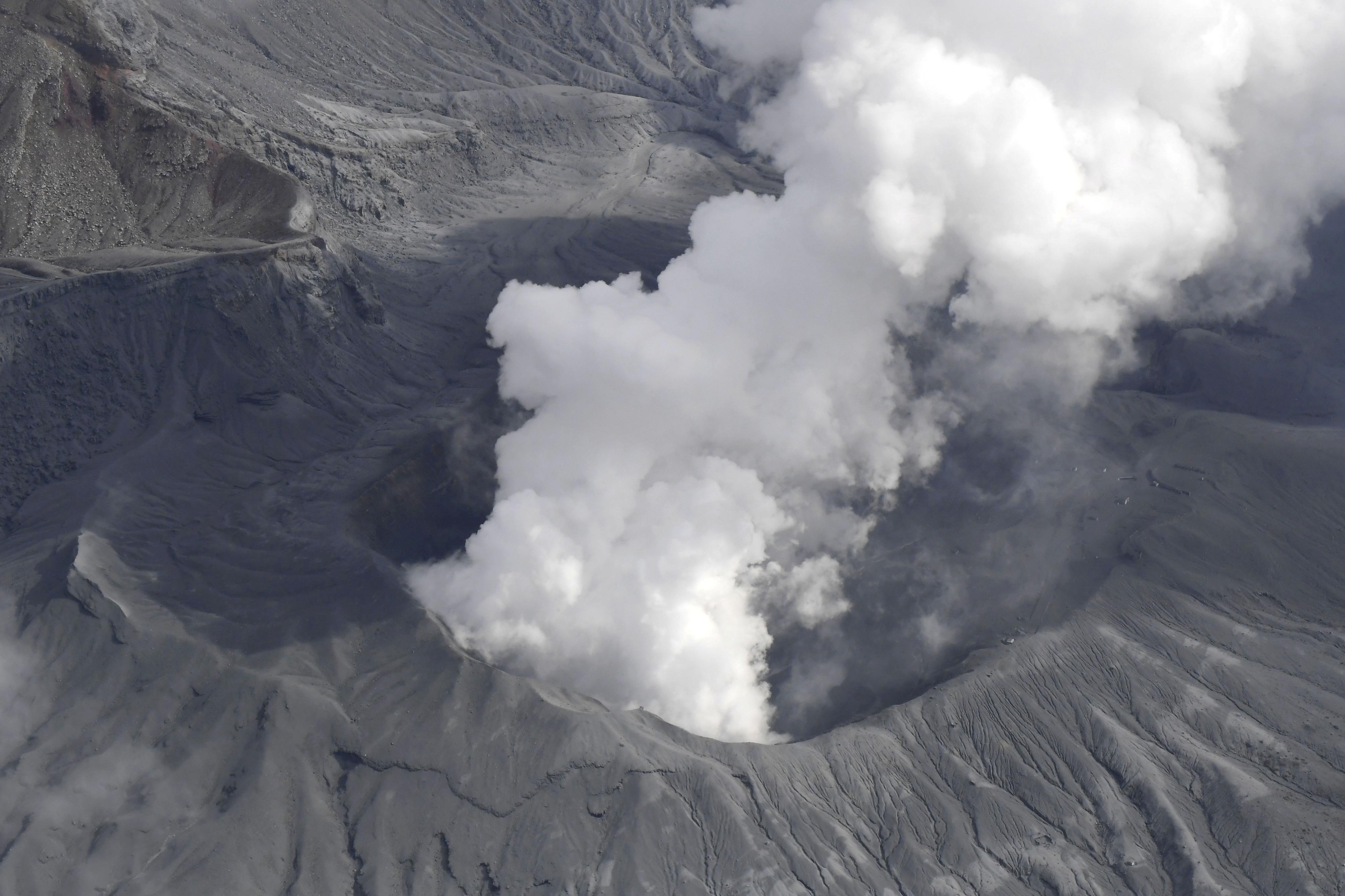 Vídeo: veja vulcão no momento em que explode no Japão