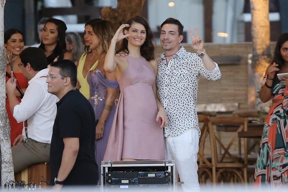 Isabeli Fontana e Di Ferrero, casamento Camila Queiroz e Klebber Toledo (Foto: Manuela Scarpa e Iwi Onodera/Brazil News)
