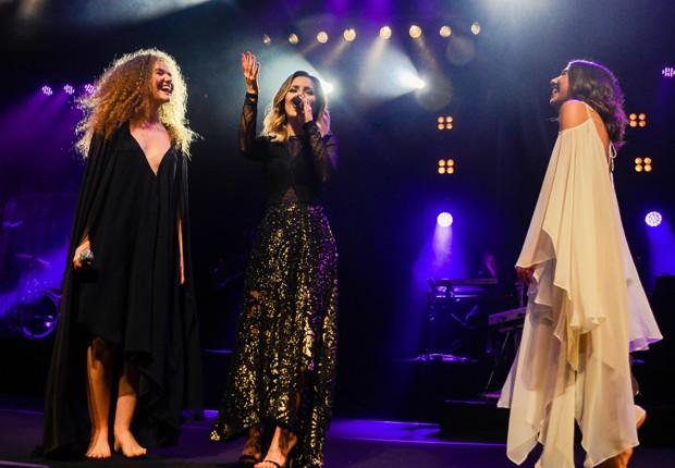 Sandy faz participação especial em show do duo Anavitória (Foto: Teca Lamboglia)