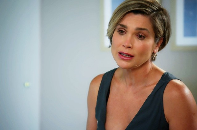 Flávia Alessandra é Helena em 'Salve-se quem puder' (Foto: Reprodução)