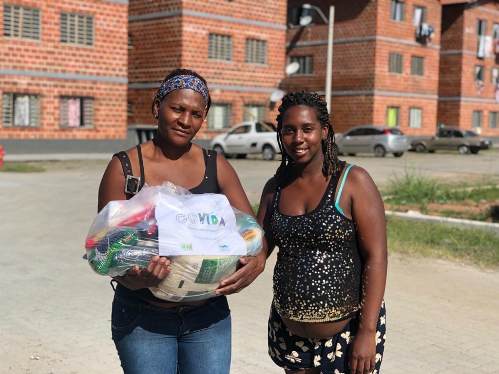 Amigos criam a campanha 'Covida' para distribuir cestas de alimentos a quem precisa em Petrópolis, no RJ
