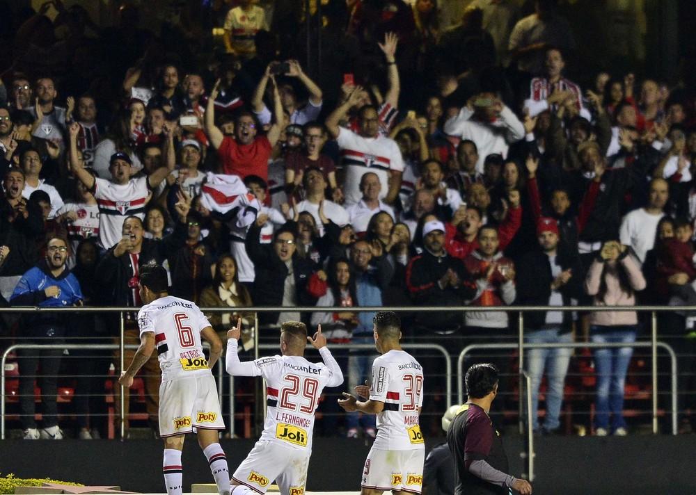 Com o Morumbi lotado, São Paulo bate recorde de público