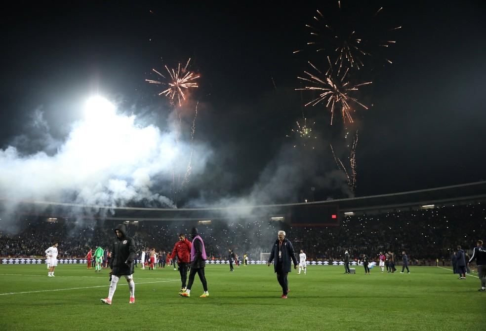 ... Fogos comemoram a classificação da Sérvia depois da vitória sobre a  Geórgia (Foto  REUTERS f07187f97d508