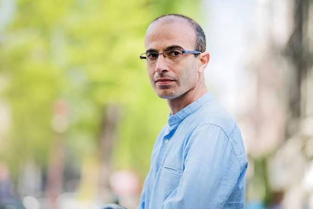 Yuval Noah Harari não tem smartphone, medita duas horas por dia e virou o pensador pop mundial