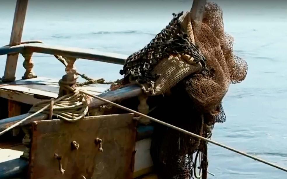Redes de pesca de arrasto usadas por pescadores e onde as tartarugas ficam presas, sem conseguir respirar (Foto: Reprodução/TV Bahia)