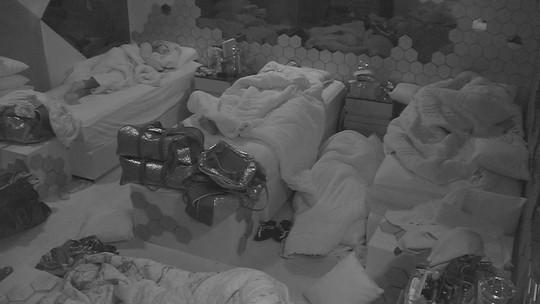 Confinados dormem no Quarto Ouro mesmo com barulho