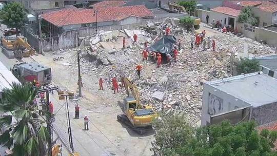 Sobe para oito o número de mortos no desabamento em Fortaleza