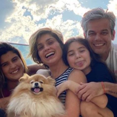 Flávia Alessandra com o marido, Otaviano Costa, e as filhas, Giulia e Olívia (Foto: Reprodução)