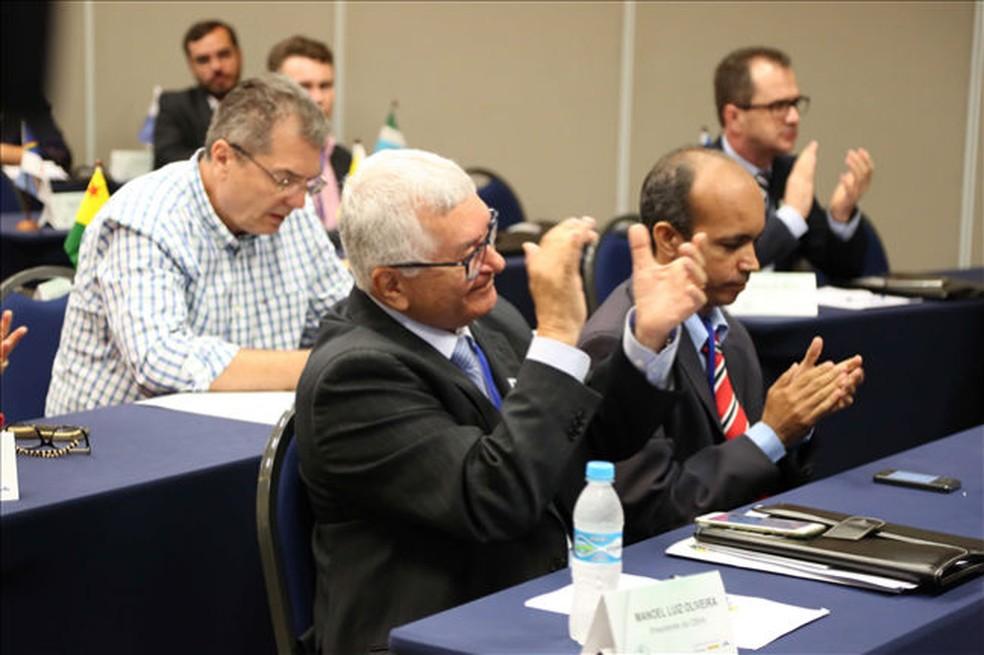 Manoel, presidente afastado da CBHb, e Ricardinho, vice que estava no comando e agora renunciou ao cargo — Foto: Divulgação