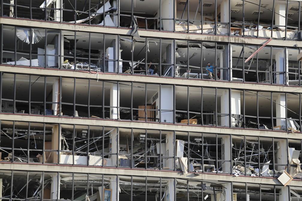 5 de agosto - Prédio danificado é visto após explosão em Beirute, no Líbano — Foto: Hassan Ammar/AP