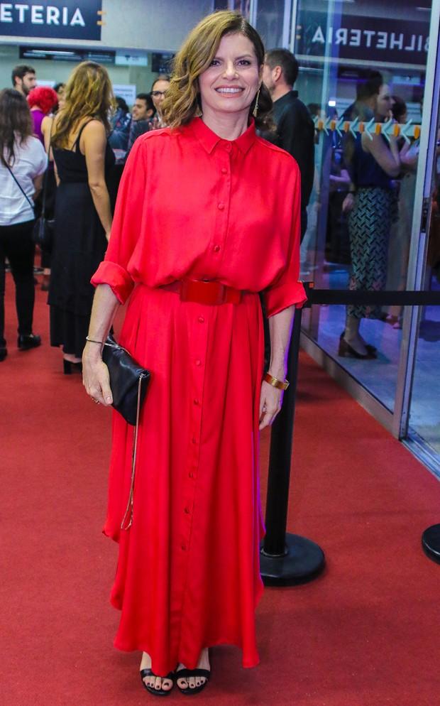 Débora Bloch no tapete vermelho do Prêmio APCA 2020 (Foto: AgNews)