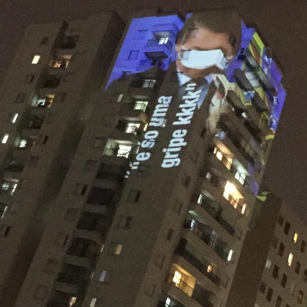 Imagem do presidente Jair Bolsonaro usando máscara é projetada em prédio de SP — Foto: Arquivo pessoal