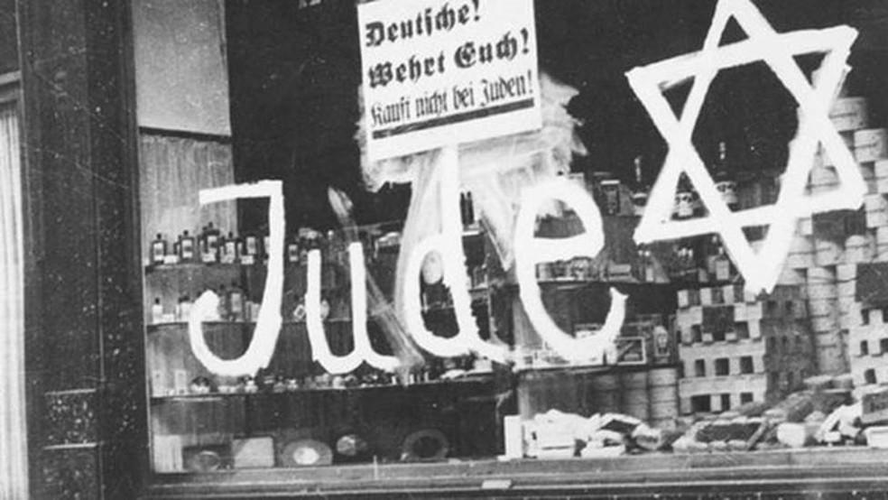 'Protejam-se, não comprem de judeus': além de perseguir judeus, Holocausto também levou à morte de ciganos e homossexuais — Foto: Museu Yad Vashem