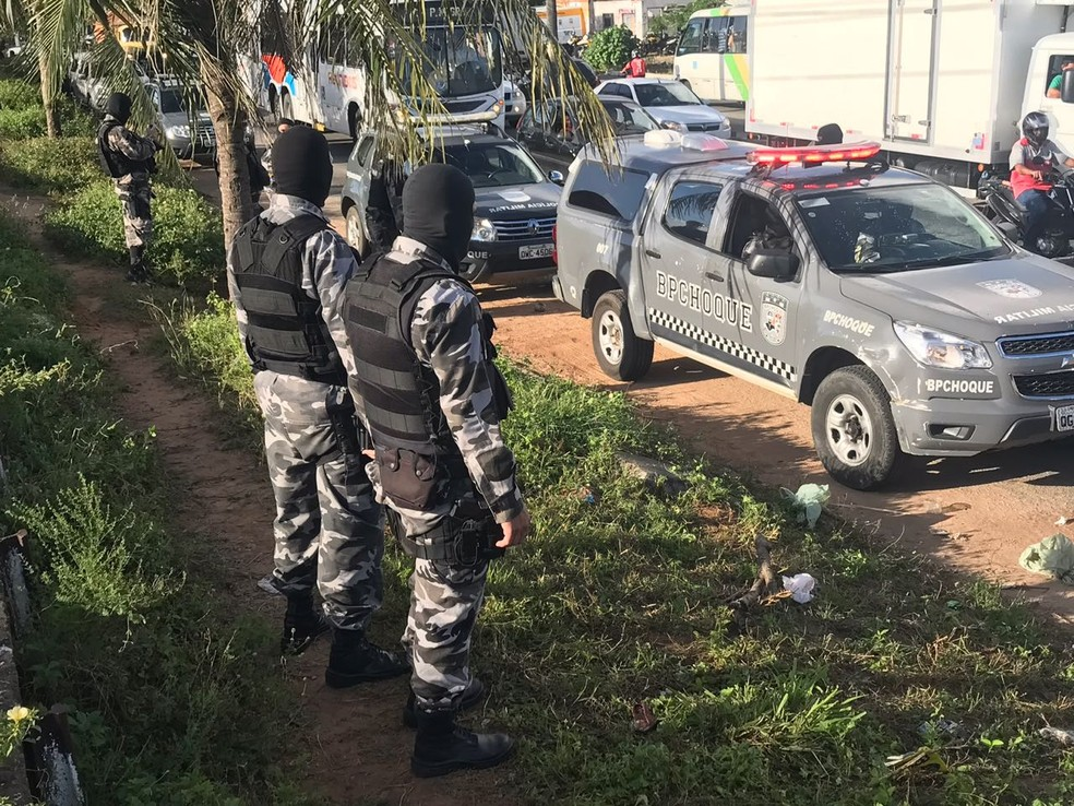 Ação do Batalhão de Choque começou no início da manhã desta quarta-feira (13) (Foto: Kleber Teixeira/Inter TV Cabugi )