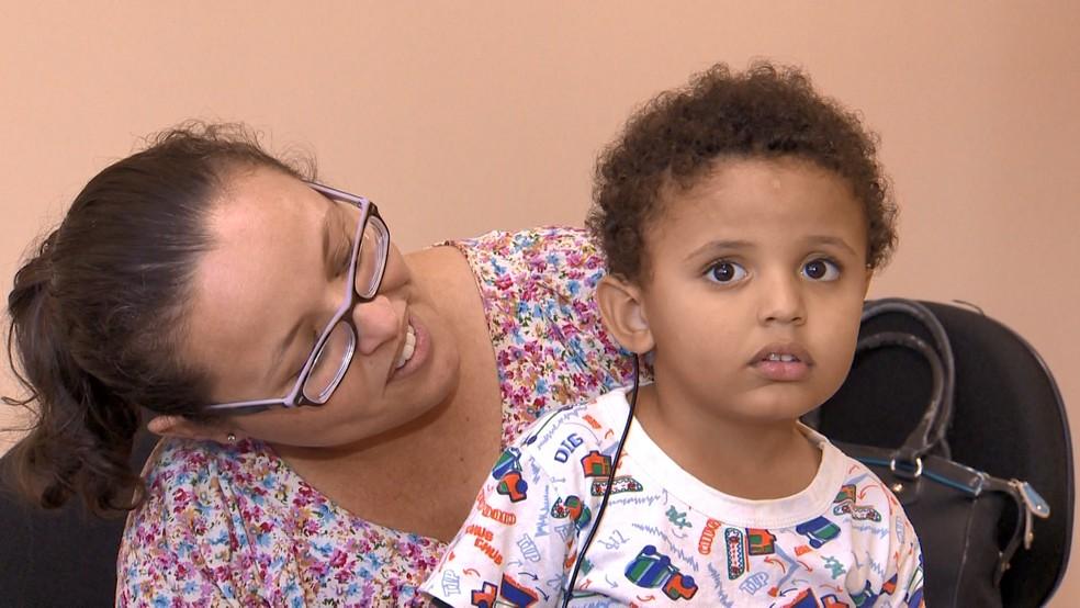 Diego ouviu a voz da mãe pela primeira vez na segunda-feira (24) — Foto: Reprodução/TV Gazeta