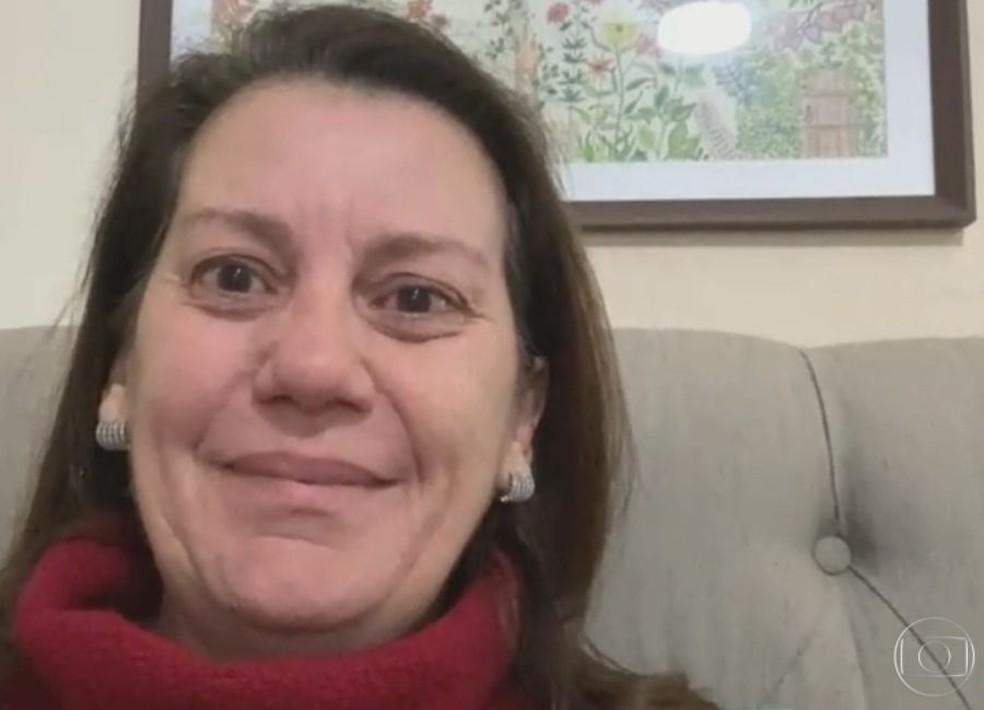 Dona de casa se emocionou a falar dos momentos de pânico que viveu durante o assalto em Botucatu — Foto: TV Globo / Reprodução