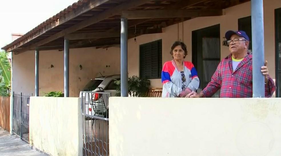 """Aposentado Alcides Alves, de Borá, admite mudança de hábitos com aumento de furtos: """"Nunca tivemos grades"""" (Foto: TV TEM/Reprodução)"""