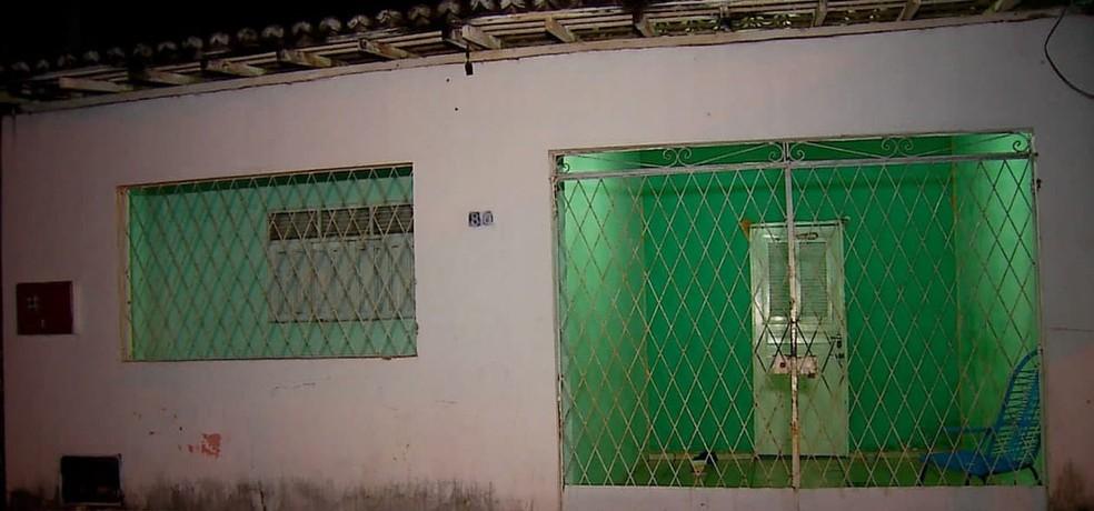 Teresa Raquel Borges de Oliveira foi encontrada morta dentro da casa onde morava, no conjunto Vale Dourado — Foto: Reprodução/Inter TV Cabugi