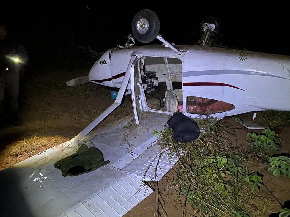 Avião caiu após piloto tentar fazer um pouso forçado em MT — Foto: Polícia Federal