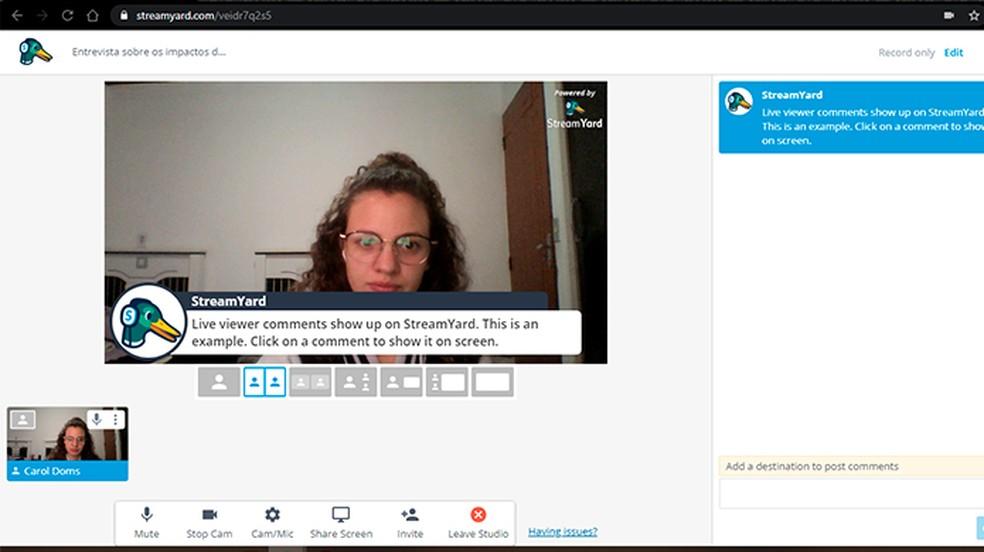 Ao criar uma transmissão com o StreamYard, o usuário pode adicionar comentários da live à tela — Foto: Reprodução/Caroline Doms