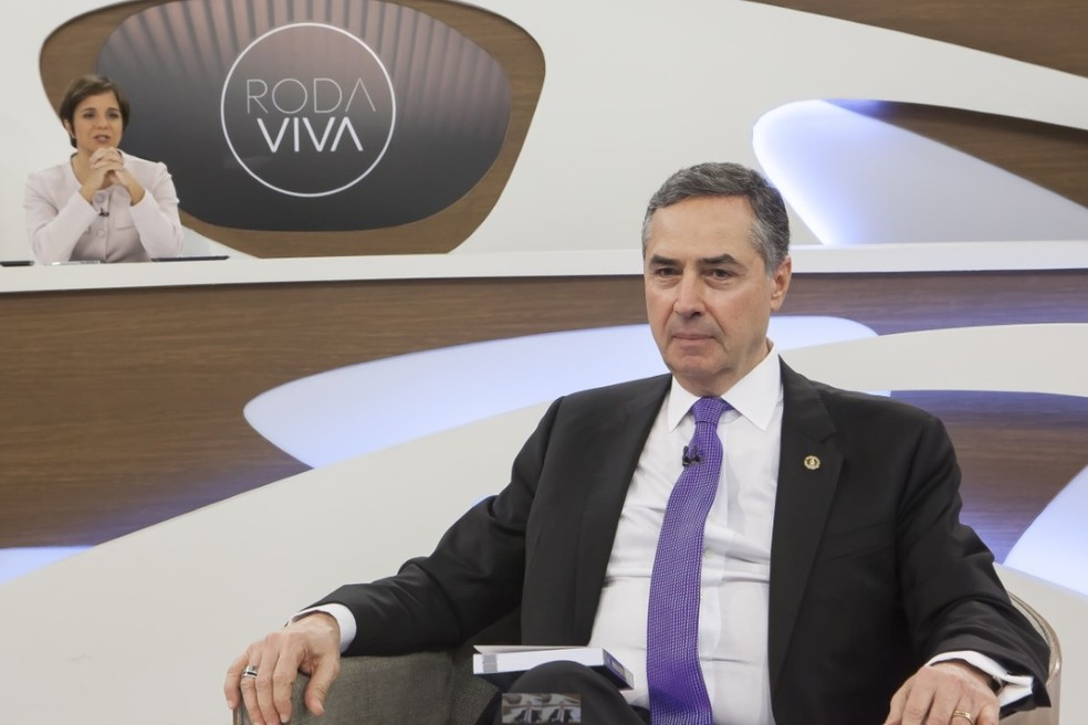 Ministro Luís Roberto Barroso, durante entrevista nesta segunda (15) — Foto: Nathalie Bohm/TV Cultura