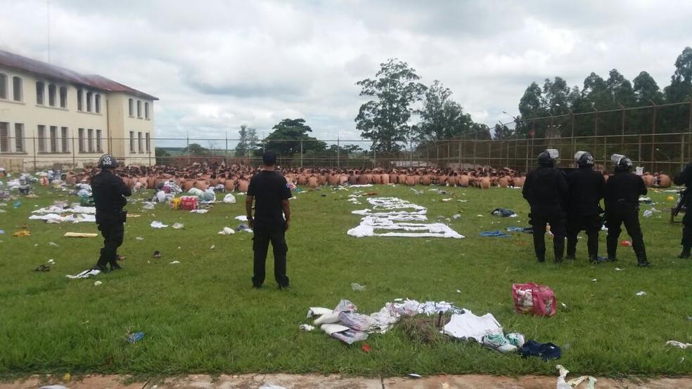 Rebelião terminou e 152 presos fugiram, segundo a SAP (Foto: César Evaristo/TV TEM)