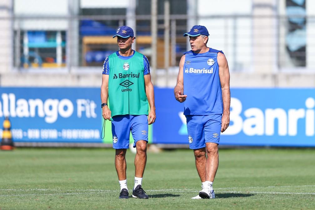 Alexandre Mendes voltará a dividir o comando das atividades com Renato — Foto: Lucas Uebel / Grêmio FBPA