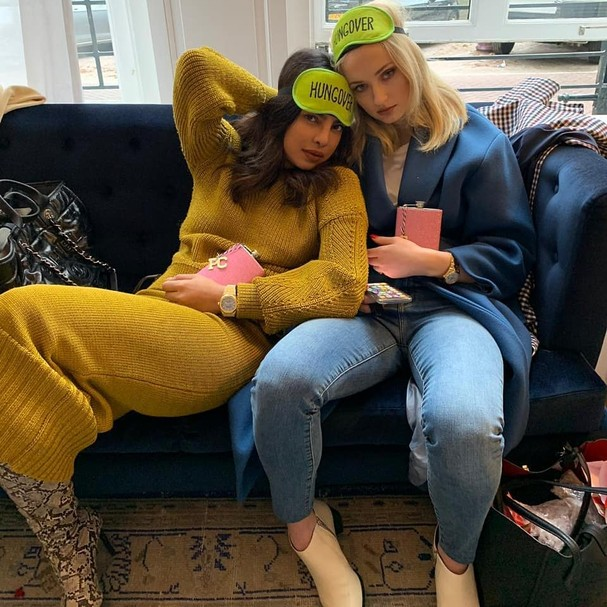 Priyanka Chopra e Sophie Turner (Foto: Instagram/Reprodução)