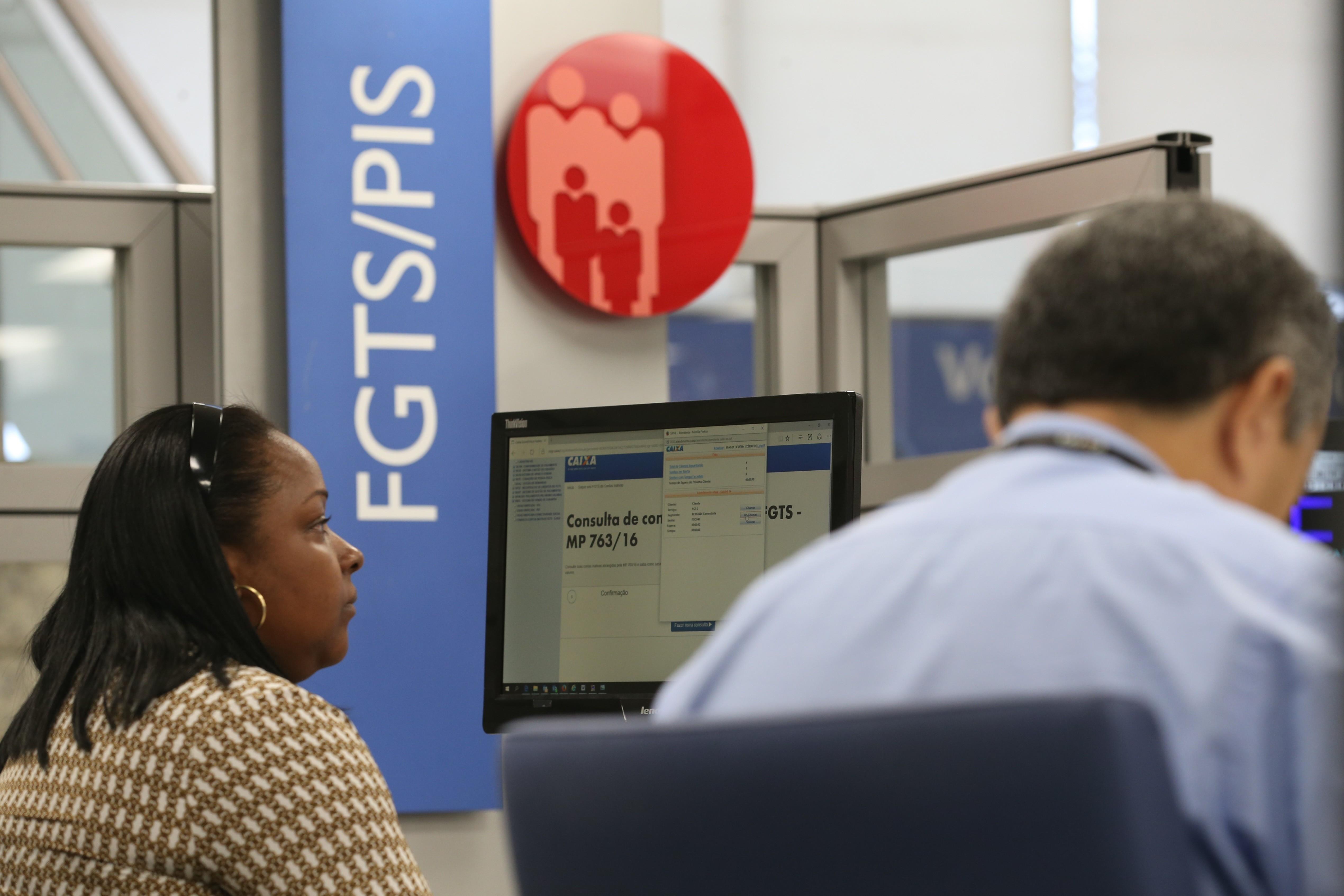 Agências da Caixa na PB abrem 2 horas mais cedo até esta terça para saques de contas do FGTS - Notícias - Plantão Diário