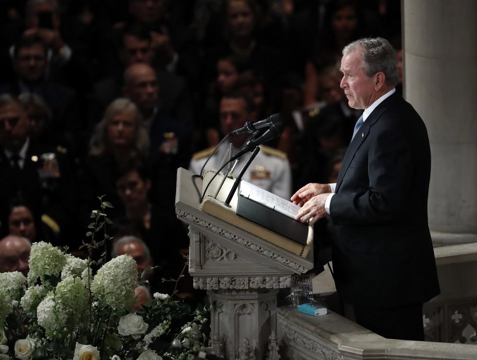 O ex-presidente George W. Bush fala em cerimônia em homenagem ao senador John McCain, na Catedral Nacional de Washington, nos EUA (Foto: AP Photo/Pablo Martinez Monsivais)