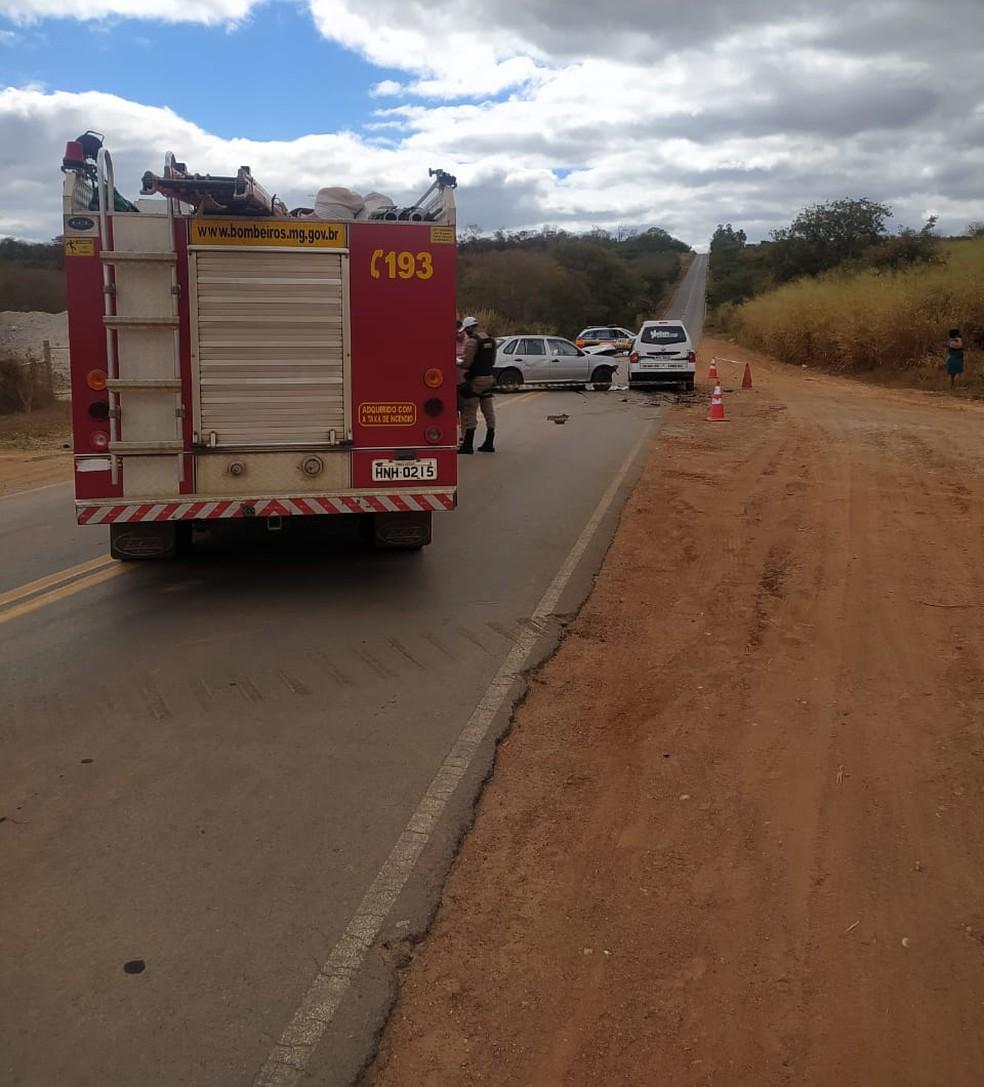 Acidente foi na MG-404 entre Salinas e Taiobeiras — Foto: Corpo de Bombeiros/Divulgação