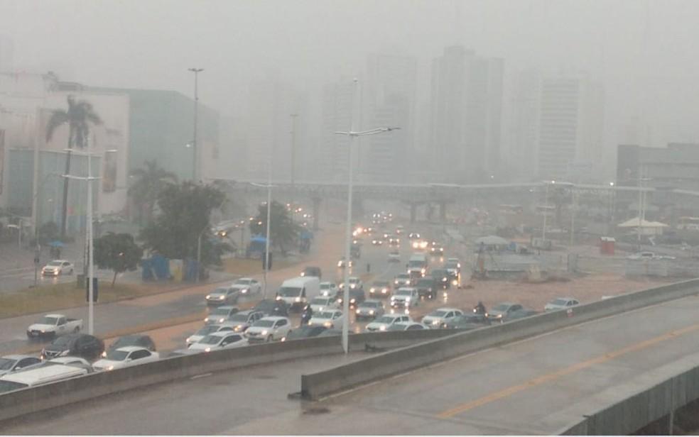 Avenida ACM – Salvador tem chuva forte e pontos de alagamento — Foto: Daiani Vivian
