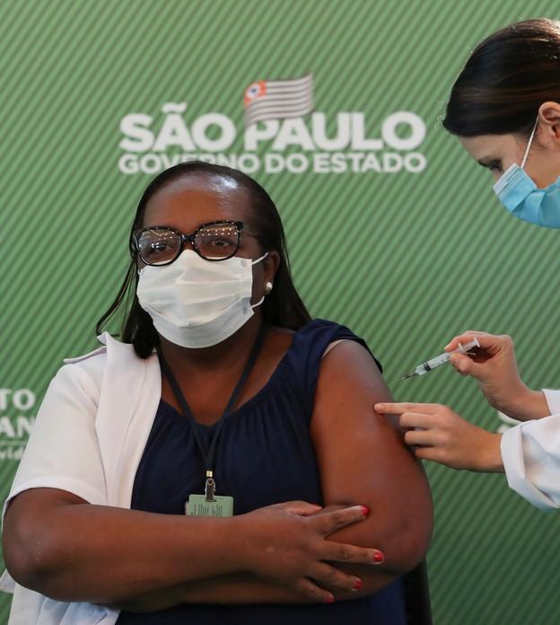 Anvisa aprova uso emergencial de vacinas CoronaVac e da AstraZeneca e SP inicia vacinação