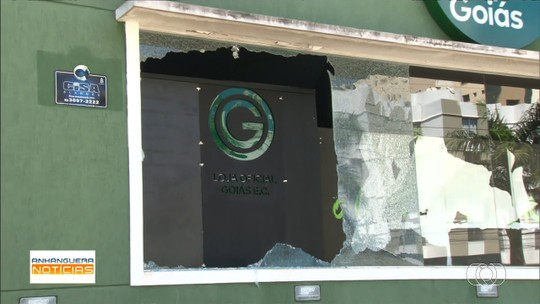 Sede do Goiás é depredada após derrota para o Grêmio