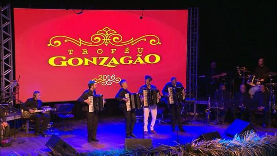Em noite de festa, Troféu Gonzagão premia 16 artistas na Paraíba